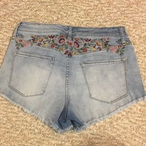 Embroidered flower high rise shorts